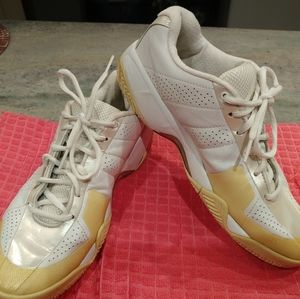 Vintage Nike white & gold shoes